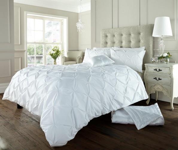 White Luxury Bedroom: Luxury Bed Linen Duvet / Quilt Cover & Pillowcase Set